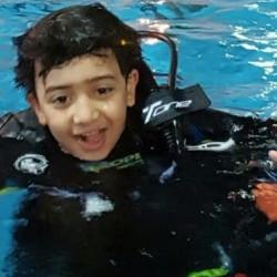 الطفل السعودي بتال الأحمري أصغر غواص بالعالم