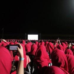10 آلاف سعودية يُشكلن أطول شريط وردي في العالم