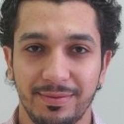 سعودي يخترع جهازاً يساعد على السباحة للمعاقين