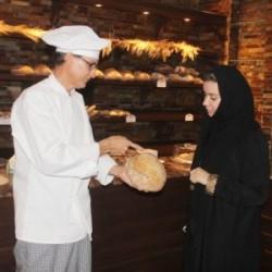 أول سعودي يمتهن الخبازة ويقيم مخبزا أوروبياً