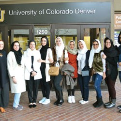 سعوديات يصممن مسرحاً في جامعة أمريكية