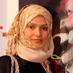 سعودية تشكيلية تقيم معرض «كذبة أبريل» في البحرين