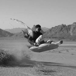 سعودي يبتكر زلاجة رملية تعمل بالكهرباء والطاقة الشمسية
