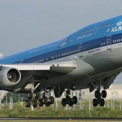 سعودي في شهر العسل ينقذ راكبًا بطائرة هولندية