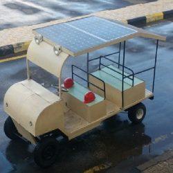 طلاب هندسة سعوديون يصنعون مركبة تعمل بالطاقة الشمسية
