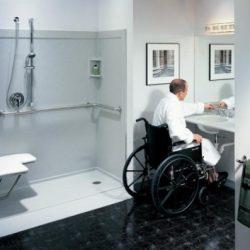 كرسي للمعاقين لقضاء حاجتهم والاستحمام دون مساعدة