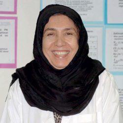 أول سعودية تنال درجة الأستاذية في علم الأدوية