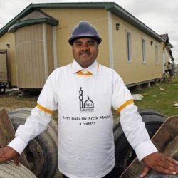 سعودي وزوجته يبنيان أول مسجد للاسكيمو ويؤسسان 3 مساجد بـ كندا