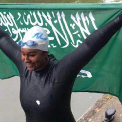 أول امرأة في التاريخ تنجح في قطع نهر التايمز بالمملكة المتحدة سباحة