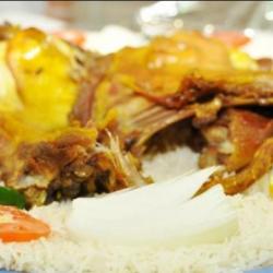 طبيب سعودي يكشف علاقة بين المندي واللحوم المدخنة وسرطان البلعوم