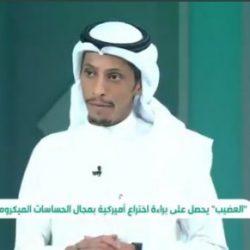 نحات سعودي يقضي ٨ سنوات من عمره بنحت آيات القرآن الكريم