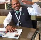 لم يستسلم للكرسي المتحرك  ولم يتخلى عن حلمه بالغوص قصة اصرار للسعودي حسن الزهراني