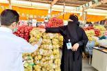 أول سعودية دلاله في سوق الخضار والفاكهة المركزي بجدة