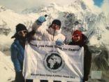 أول سعودية تتسلق أعلى قمة جبل في العالم