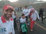 محسن آل إسماعيل يسجل اسمه كأول سعودي يتسلق قمة جبل بكرسي متحرك