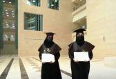 سيدة سعودية وابنتها تتخرجان معًا من نفس الجامعة