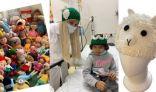 طبيبة سعودية تحيك قبعات يدوية لأطفال السرطان لما بعد تساقط الشعر