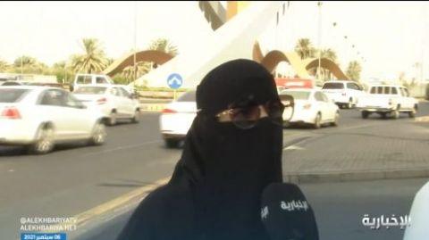 سعودي تقوم بتوصيل ذوات الاحتياجات لسنوات لوجه الله